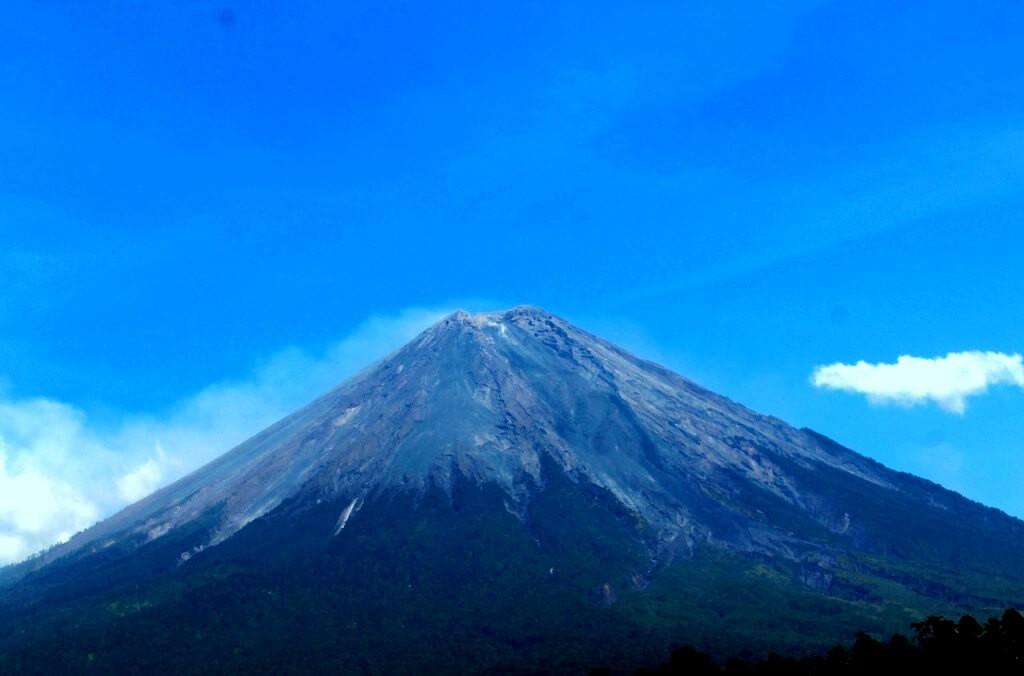 Gunung Semeru Ditutup Kembali Juli Mendatang Mengapa Penjelajah